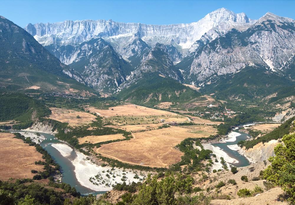 lazarat Albania traffico coltivazione di cannabis ilegal enormi estensioni di campi di marijuana mafioso