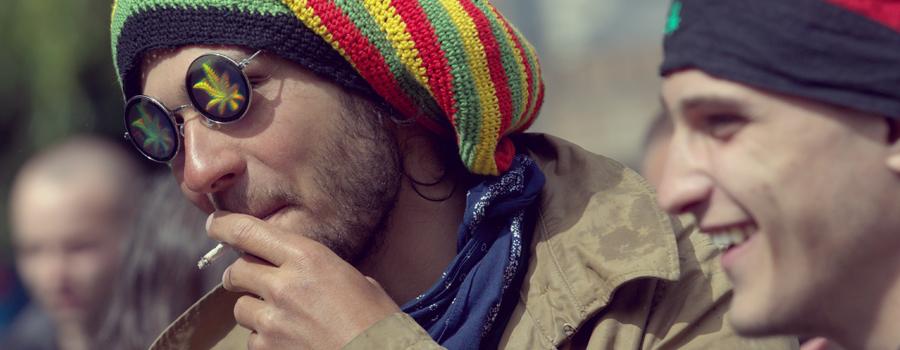 scegliere cannabis comportamento aggressivo piuttosto alcol malsano alcolismo dipendenza