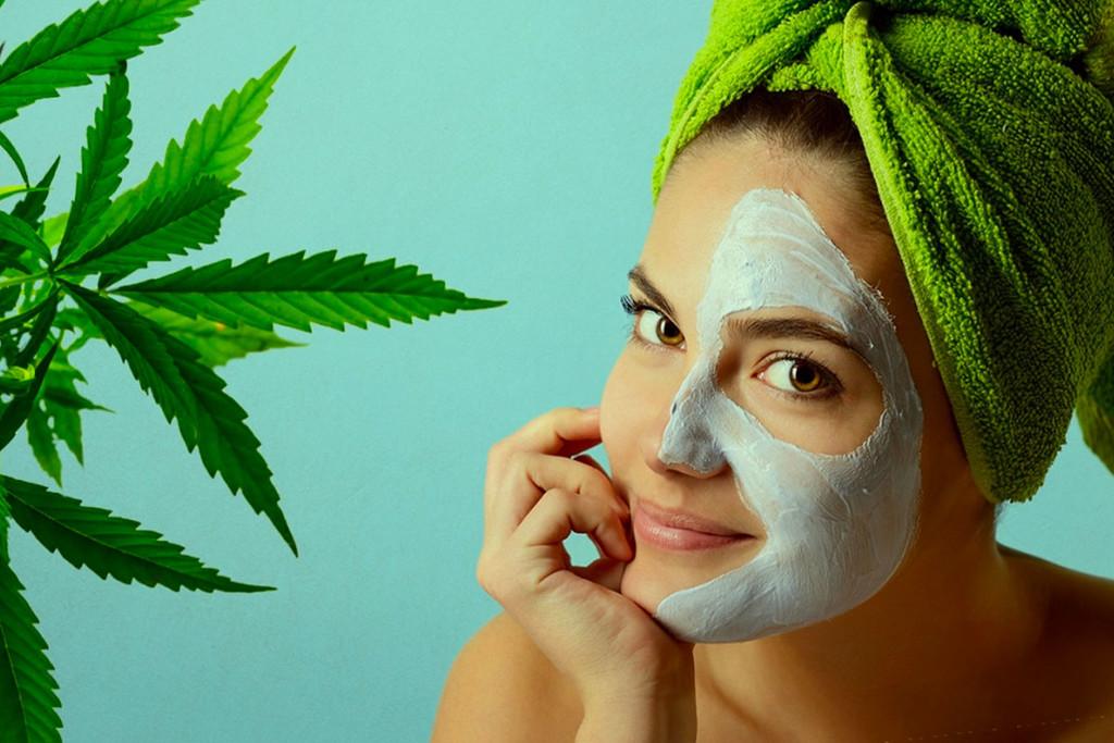 Come Preparare una Maschera Per il Viso Naturale alla Cannabis ...